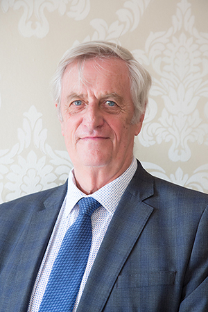 Dr Graham Howell